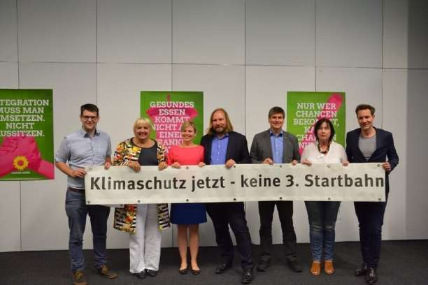 Am Rande der LDK setzten prominente Köpfe der Grünen ein Zeichen gegen die dritte Startbahn am Münchner Flughafen,