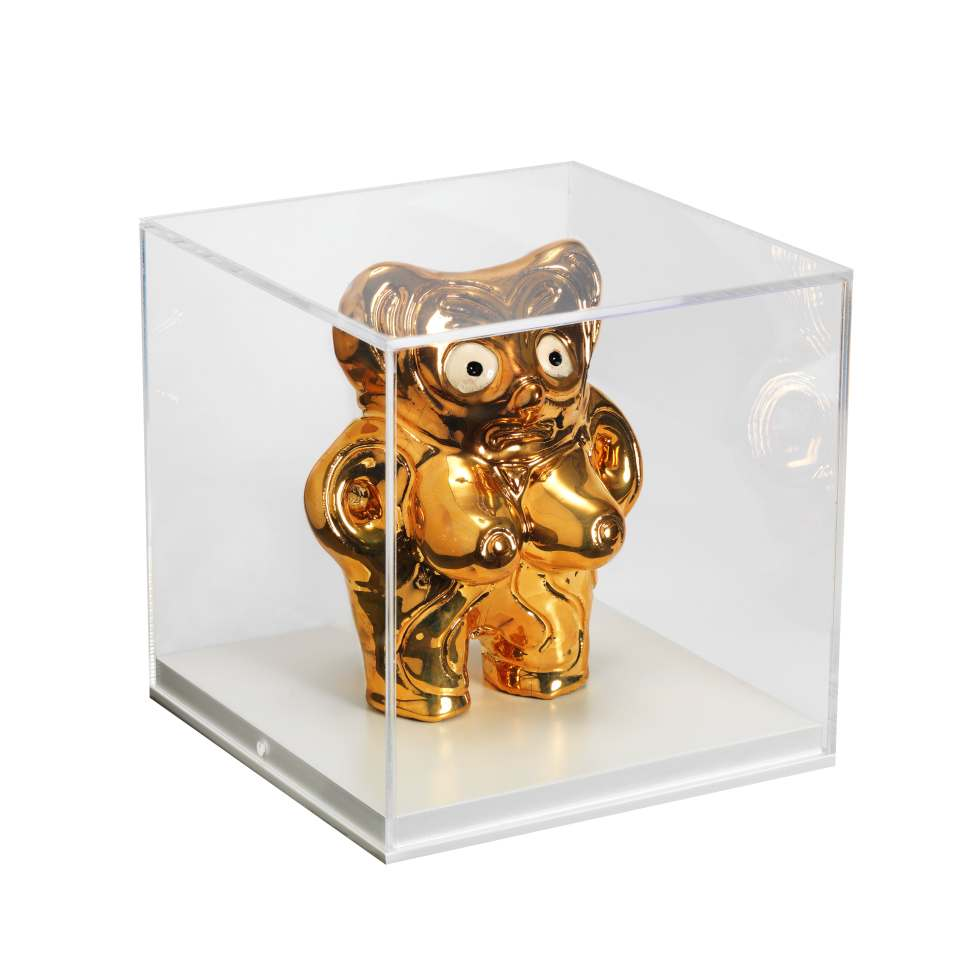 Grayson-Perry-Gold-Alan-Venus-2016-2017-Perspex-cube-and-ceramic
