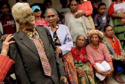 tana-toraja-burials-35