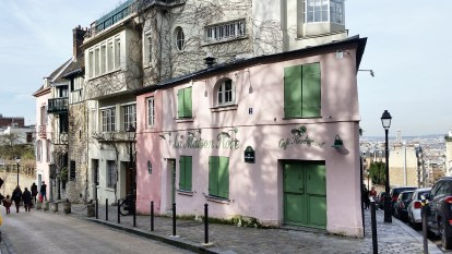 Call Me Katie - Instagramable Spots in Paris - Montmartre La Maison Rose Pink House1