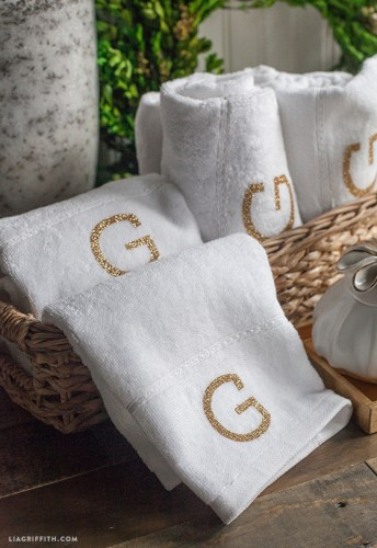gold monogram towels diy