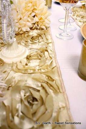 gold and white tablescape