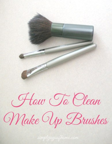 How-To-Clean-Make-Up-Brushes