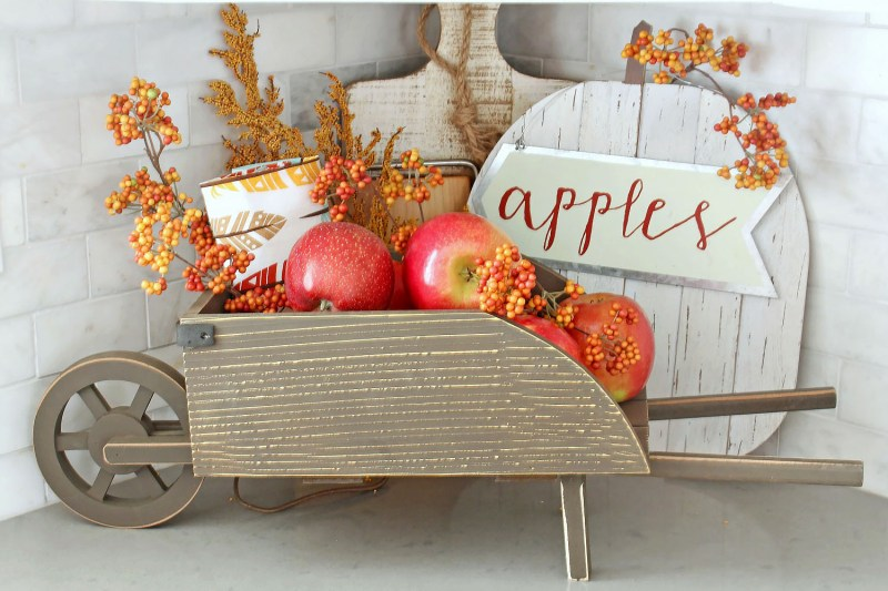 apples in kitchen decor