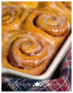 pumpkin spice breakfast rolls