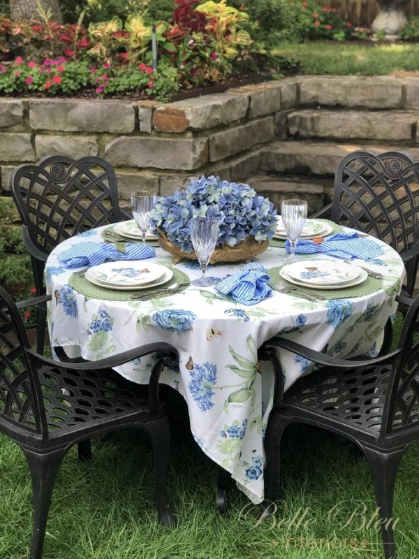 alfresco dining in the garden