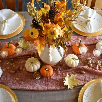 easy Thanksgiving gold Tablescape