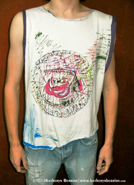 T-shirt Carrusel: Algodón , corte en cuello caido , bordes en lila , pintura a mano acrilex sobre tela.