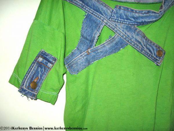 T-shirt Escuadra: Algodón teñido, denim , cuello en escuadra , mixtura de formas en el lienso.