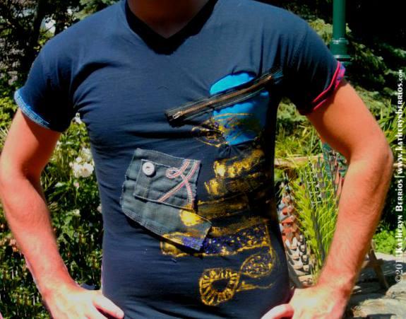 T-shirt Cobra: Algodón y mixtura de en denim , acriléx sobre tela , pintado a mano.