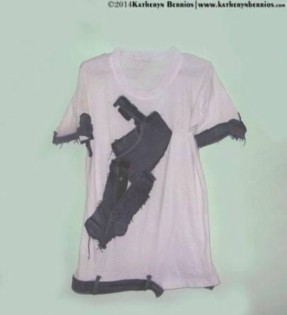 T-shirt Desgarro: Retazos denim distribuidos y acoplados en algodón, detalle bolsillo en parte delantera.