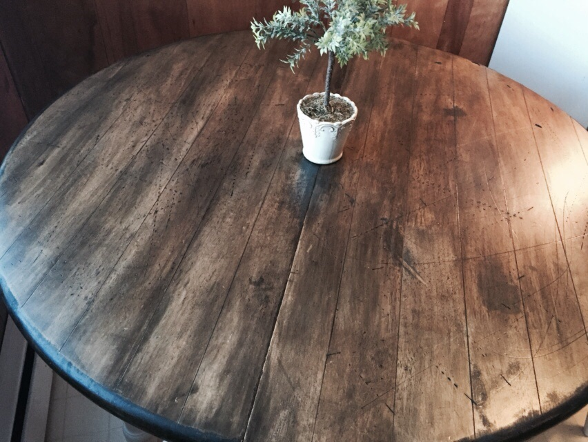 Distressed Table for a Vintage Kitchen (5/5)