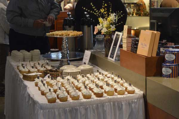 """Delicious refreshments at """"225: Artists Celebrate Kentucky's History"""" reception: photo, Greg Orth"""