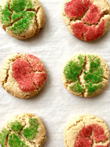 Brown Butter makes these sugar cookies extra rich and slightly nutty. These are so good and flavorful, they don't even need frosting. Meet your new favorite holiday cookie. #christmasscookies #holidaycookies #brownbuttersugarcookies