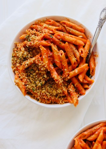 Vegan creamy tomato pasta with breadcrumbs