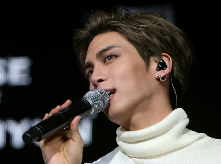 Shinee singer Kim Jong-hyun: K-pop boy band superstar dies