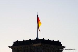 Schwarz-Rot-Gold auf dem Reichstagsgebäude in Berlin