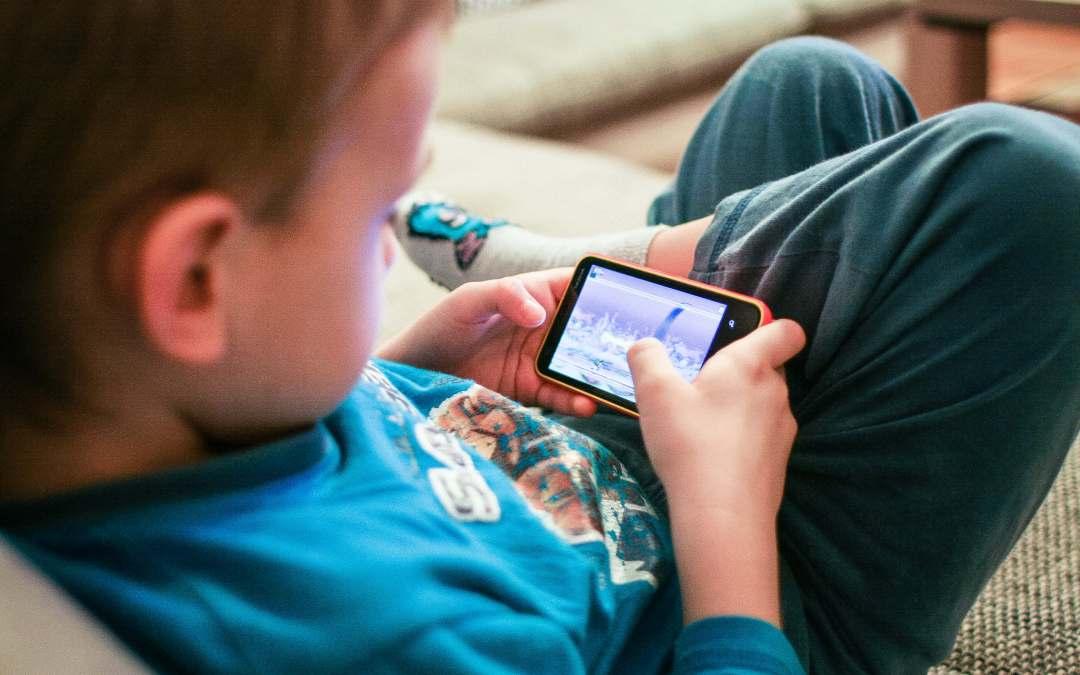8 Tips for Kids and Social Media
