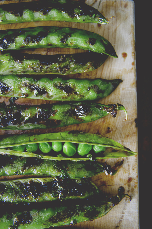 Ingredient of the Week: English Peas // Spicy Grilled Pea Pods from The Kitchy Kitchen