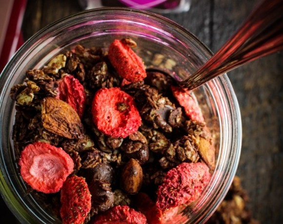 Happy Valentine's Day // Chocolate-Almond-Strawberry Granola