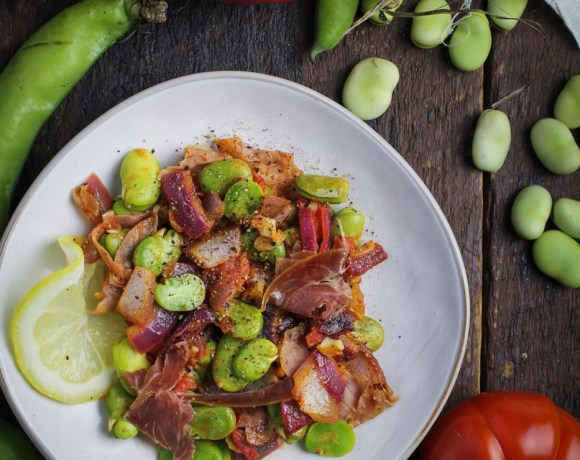 Ingredient of the Week: Fava Beans // Spanish Fava Bean Salad with Tomatoes and Jamón