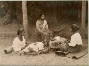 Women-Lace-Makers-19-C-India-300x223