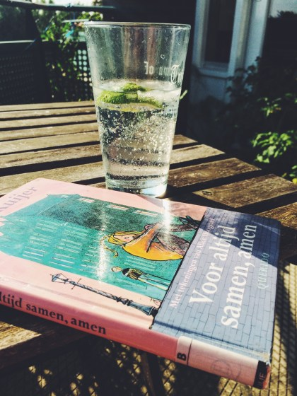 pictured here with an adult beverage, Voor Altijd Samen, Amen is a book for Dutch middle-grade readers written by Guus Kuijer
