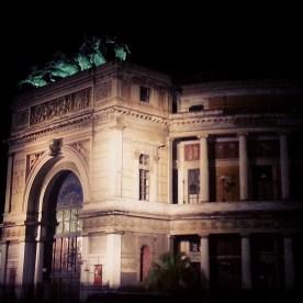Teatro Politeama bei Nacht