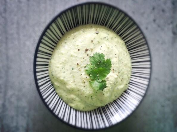 Humus aus grünen Sojabohnen mit Miso gewürzt.