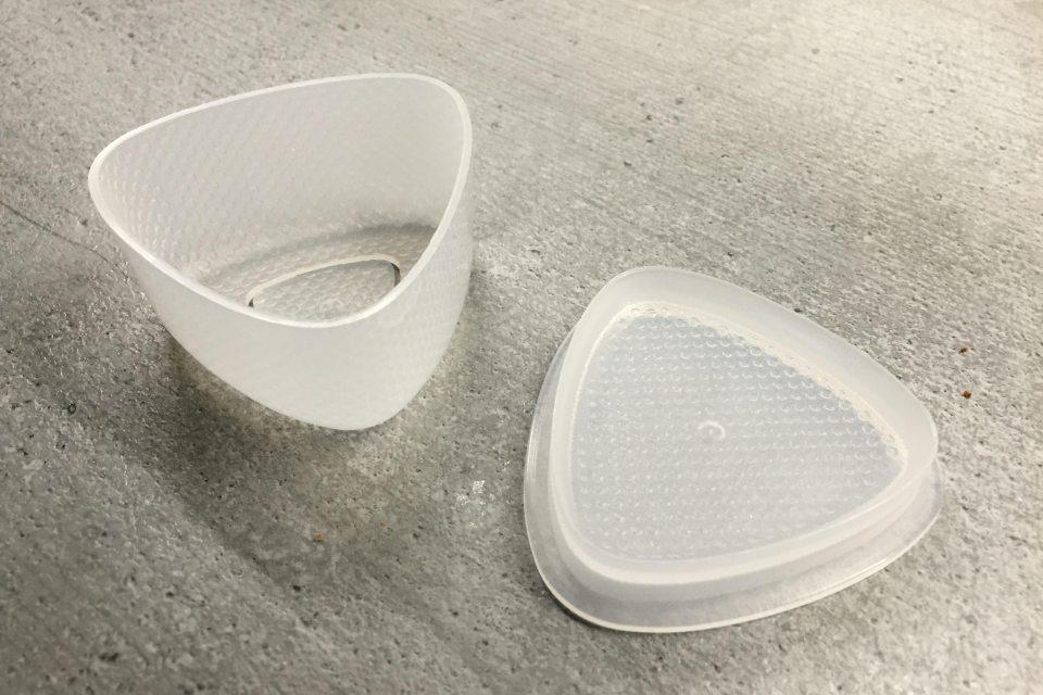 Form aus Plastik zum Formen von japanischen Onigiri.