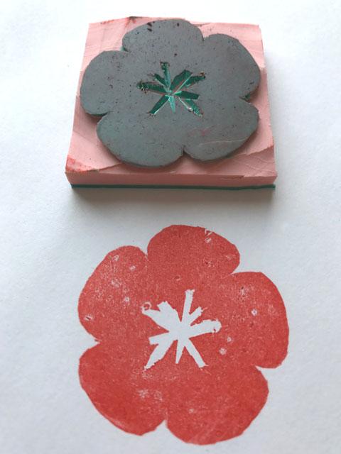 Der erste fertige selbstgemachte Sakura-Stempel mit einer Probe.