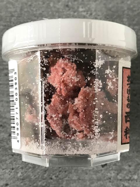 Shio Sakura: die Kirschblüten werden in Salz und Essig eingelegt.