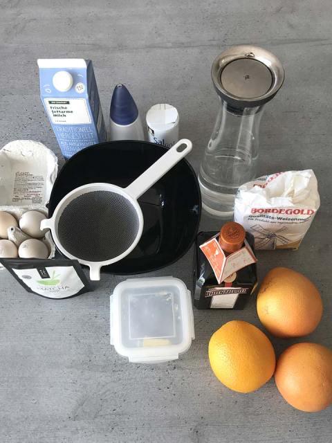 Die Zutaten für die Matcha Crepe Suzette: Eier, Milch, Matcha, Zucker, Salz, Wasser, Mehl, Butter, Cointreau, Orangen und Crapefruits.