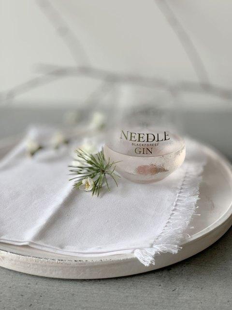Feier den Frühlingsanfang mit einem Glas Needle Gin Sakura Martini.