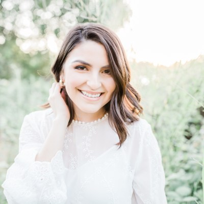 A Summer Senior Portrait Session | White Dresses and Tall Grass