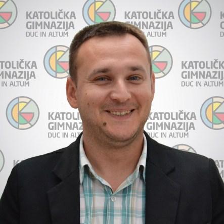 Stefan Bunjevac profesor sociologije (diplomirani sociolog) i profesor filozofije (diplomirani filozof)