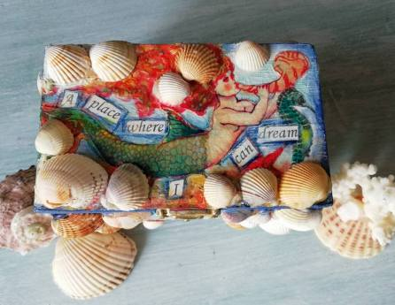 A mermaid's treasure box