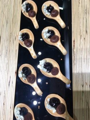 Nutella, Heidelbeeren und Blauschimmerlkäse von Valio aus Finnland