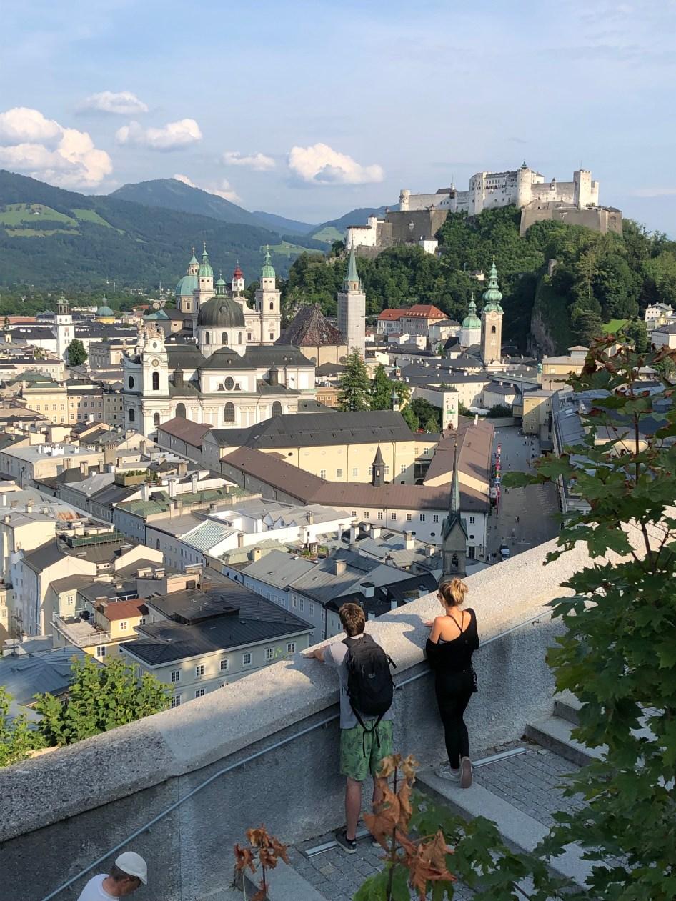 Blick aufs sommerliche Salzburg