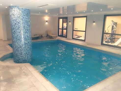 Für alle Drinnen-Schwimmer gibt es einen kleinen Indoor-Pool @katrin-lars.net
