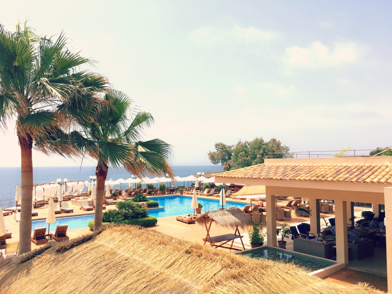 Der Mhares Sea Club liegt wie ein kleines Paradies umgeben von Felsen direkt Meer. ©katrin-lars.net