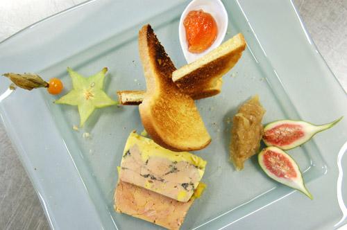 Foie gras en terrine sur assiette