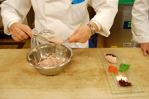 Quenelles de mousse de jambon