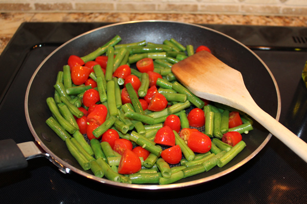 green beans and tomatoes cooking