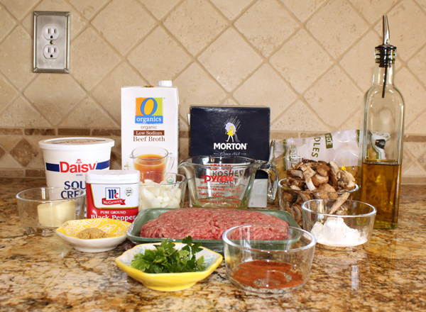 Ingredients for one pot ground beef stroganoff