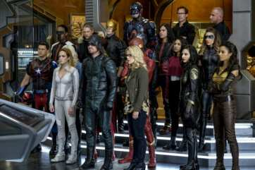dc-tv-crossover-2017-crisis-on-earth-x-team-hq