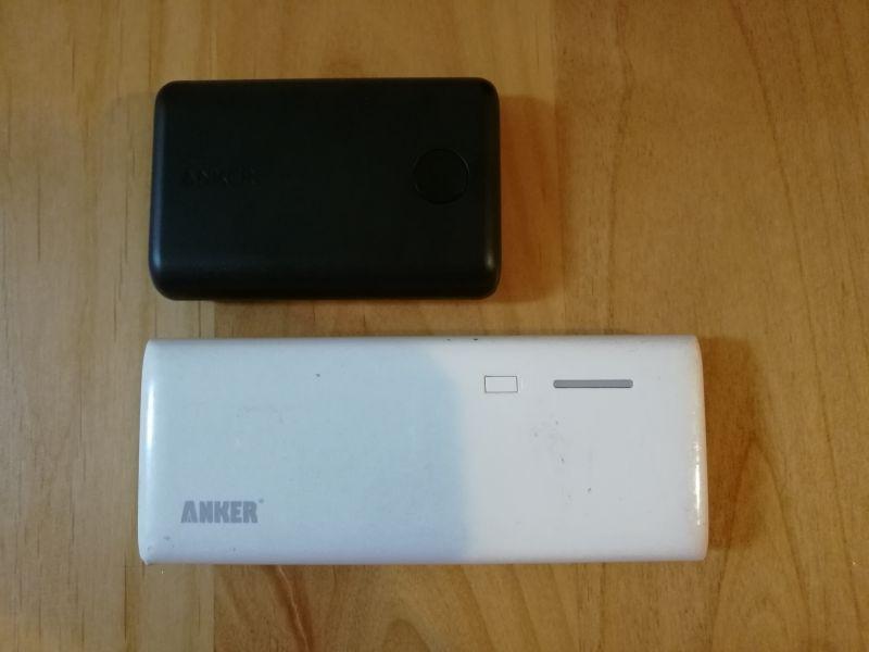 Anker PowerCore II 10000と昔のモバイルバッテリーの比較画像