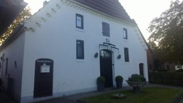 Weißes Bauernhaus