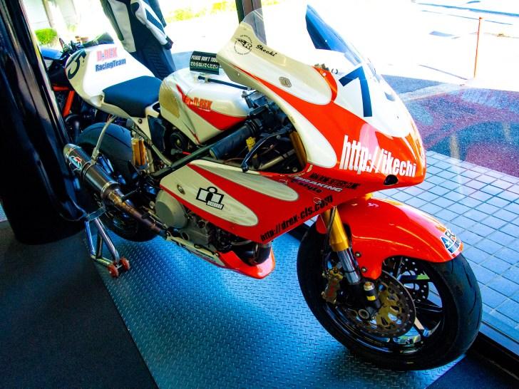 かっこいいバイクも多く展示されている