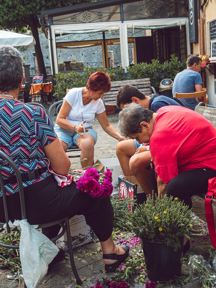 women preparing the petals for the infiorata